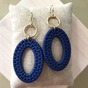 Twisted goudkleurige ringetjes met ovalen van Blauwe Rotan